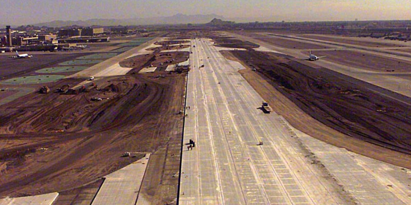 Sky Harbor Int'l Airport - Center Runway